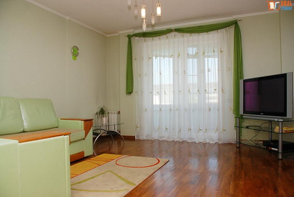 где дешевле купить квартиру в екатеринбурге ток-шоу Иваном Ургантом