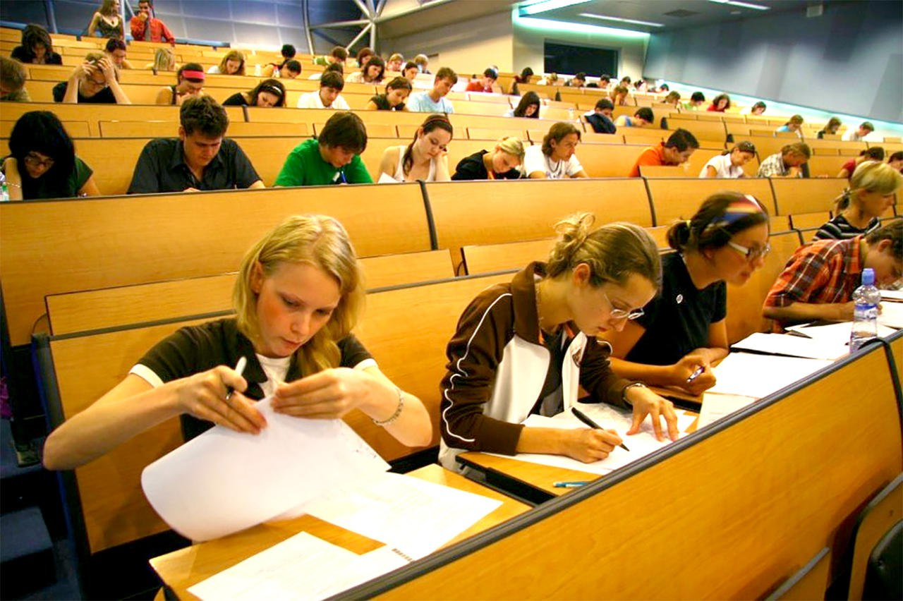 Студентка пришла сдавать экзамен, Студентки сдали экзамен профессору устно 10 фотография